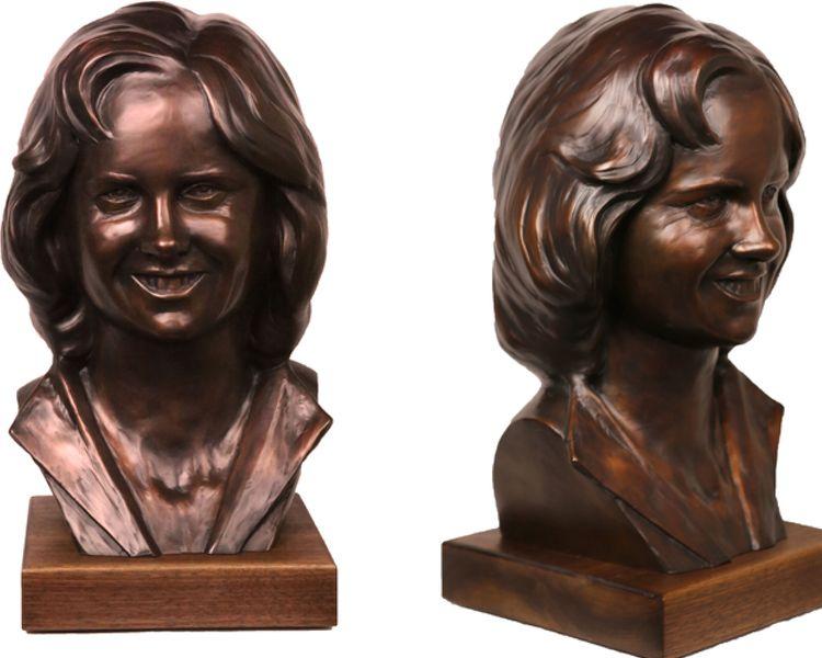 finished custom bronze portrait by Stephanie Hunter